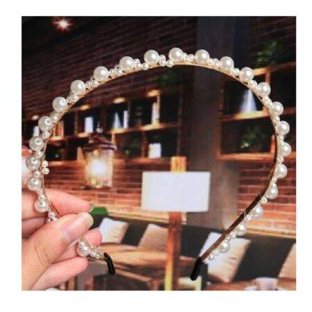 headband-crown-pearl-gilr-hair